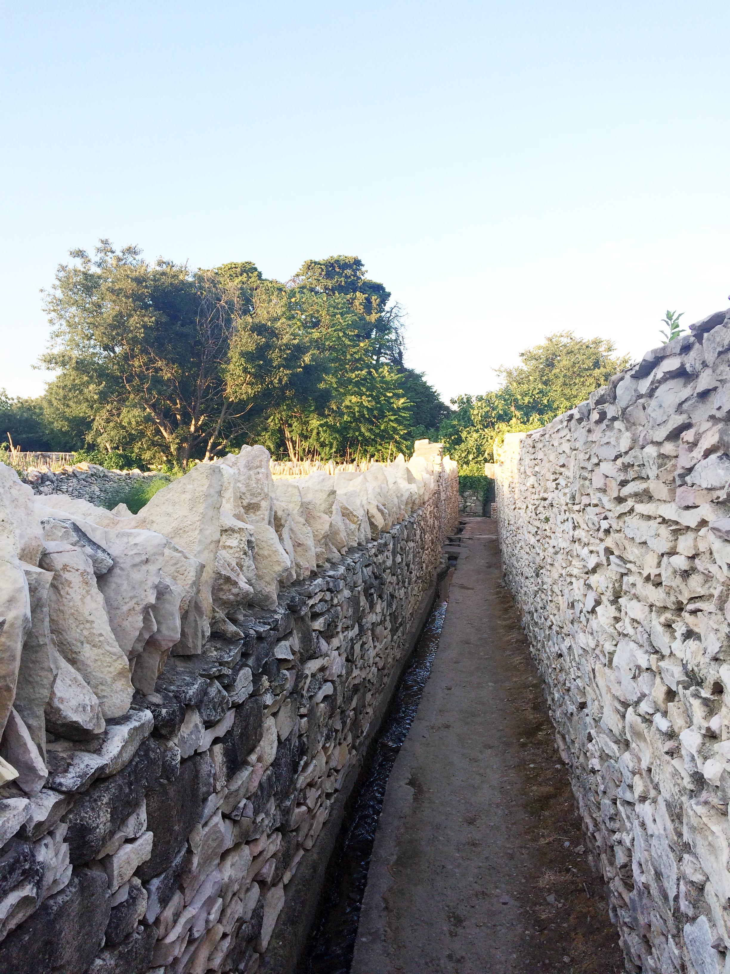 Jardins de la Condamine Rigolette Irrigation.JPG