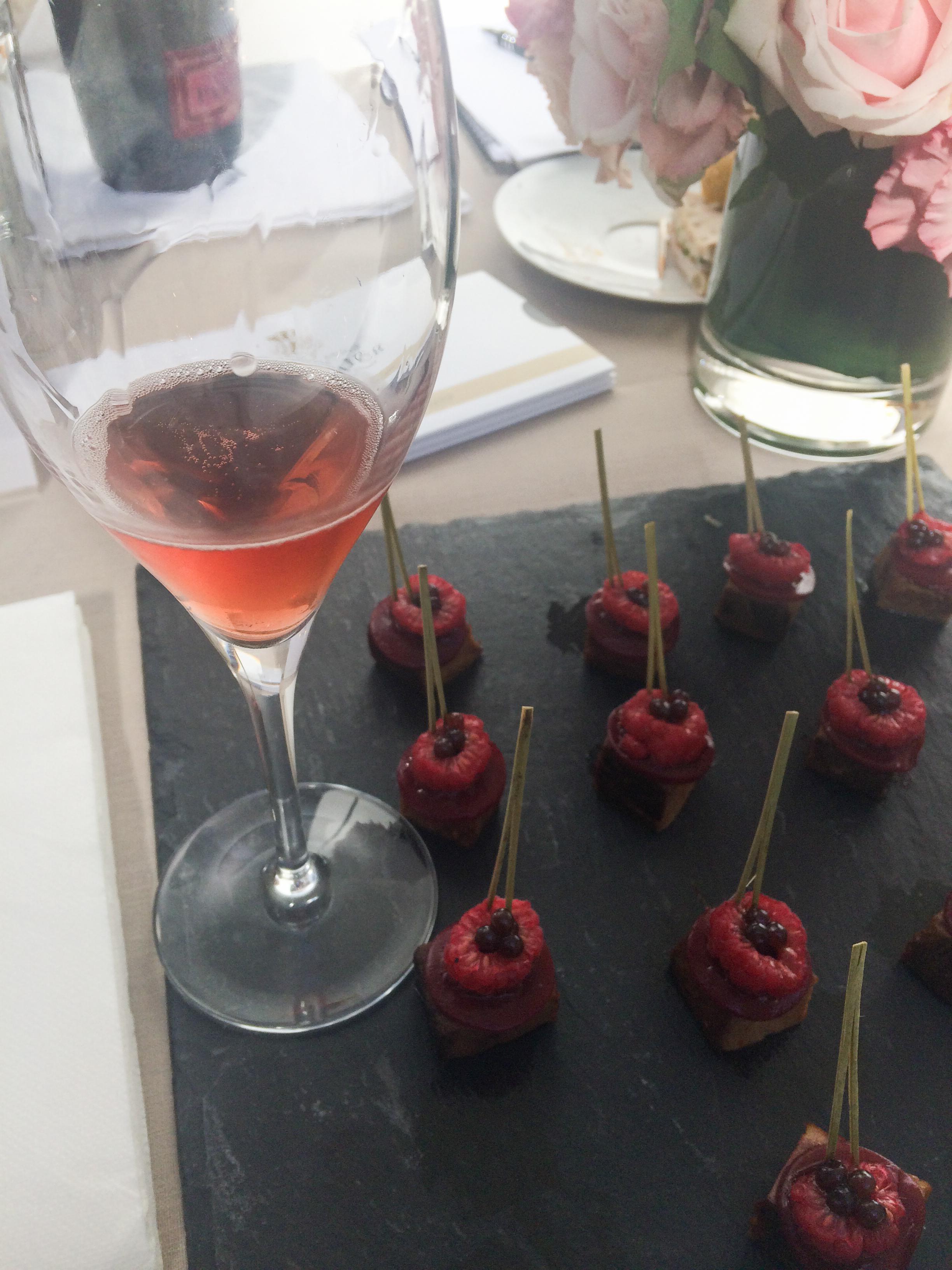 Champagne Pannier Rosé Velours.jpg